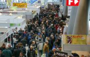 Tłumy miłośników gołębi pocztowych w Targach Kielce
