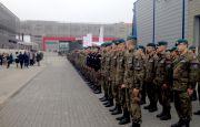 Minister Antoni Macierewicz na apelu klas mundurowych podczas Salonu Obronnego w Targach Kielce