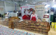 Pieczenie tradycyjnego chleba podczas SLOW LIFE w Targach Kielce
