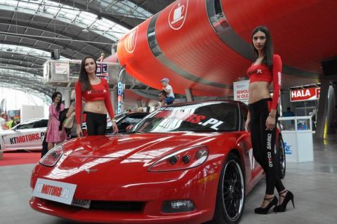 Na stoisku KT MOTORS oprócz bogatej oferty części można było zobaczyć szybkie samochody i piękne dziewczyny