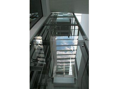 """Na zdjęciu realizacja windy wykonanej przez """"Chmielewski - Dźwigi""""."""
