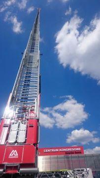 Najdłuższa strażacka drabina na świecie gościła już w Targach Kielce za sprawą firmy FIREMAX
