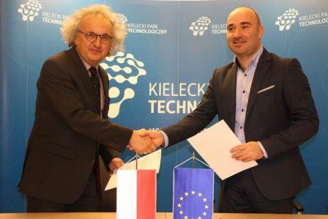 Umowę o współpracy podpisali (od lewej )dr Andrzej Mochoń - prezes zarządu TK  i Szymon Mazurkiewicz - dyrektor KPT