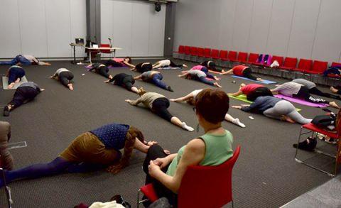 Ponad 30 uczestniczek ćwiczyło jogę hormonalną podczas warsztatów zorganizowanych na targach Health&Beauty i Agrotravel w Targach Kielce