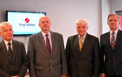 Na zdjęciu od lewej: mgr inż. Tomasz Kula, prof. ndzw. dr hab. inż. Marek Iwański, prof. dr hab. inż. Jan Szlagowski oraz mgr inż. Marek Gajewski
