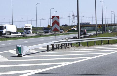 W Polsce urządzenie energochłonne SafeEnd U-15a, zostało już zastosowane między innymi na drogach ekspresowych S-8, S-7 oraz na Południowej Obwodnicy Gdańska.