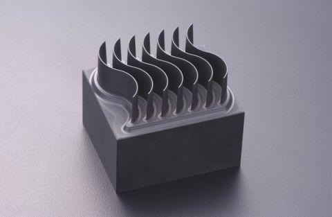 Elektrody do drążenia wgłębnego z grafitu, produkcji Tokai Carbon, będzie można zobaczyć na żywo podczas targów Plastpol 2017