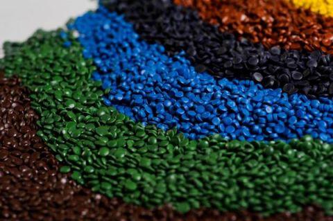 Oferta re-granulatów skierowana jest do producentów rur osłonowych oraz instalacyjnych (gładkich i karbowanych) a także producentów pojemników na odpady, koszy, skrzyń. Istnieje możliwość nadania indywidualnego tonu po uzgodnieniu z klientem