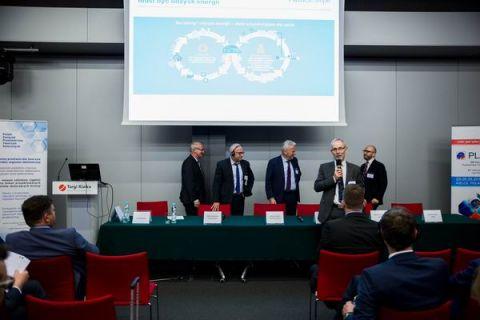 W tym roku po raz kolejny menagerowie, prezesi firm spotkali się w przededniu targów PLASTPOL, aby przedyskutować ważne aspekty dla branży przetwórstwa tworzyw sztucznych