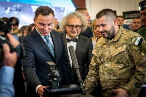 Prezydent RP Andrzej Duda zwiedza targi MSPO 2016