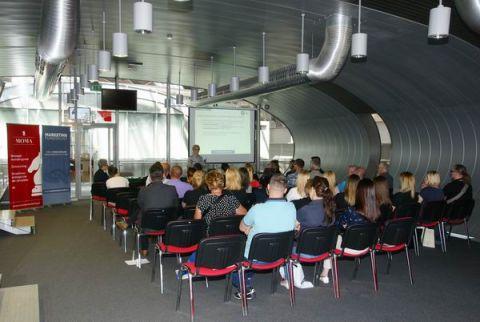 Wiele osób skorzystało  w ciągu trzech targowych dni ze szkoleń marketingu funeralnego, które zorganizowała w Targach Kielce, podczas Necroexpo 2017 firma MOMA