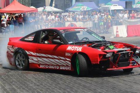 Samochody biorące udział w zawodach driftowych są mocno modyfikowane, zaczynając od wnętrza pojazdu, zawieszenia, a na silniku kończąc