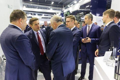 Podczas podpisania kolejnych ważnych dla PGZ umów obecny był sekretarz stanu w Ministerstwie Obrony Narodowej Bartosz Kownacki, który odwiedził MSPO 2017 w Targach Kielce.