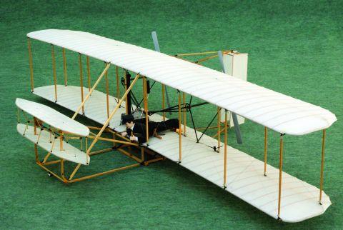 Flyer I, zwany także Wright Flyer. Był to pierwszy samolot silnikowy na świecie, który swój dziewiczy lot odbył w 1903 roku. Od 7-8 października w Targach Kielce podczas MODEL KIT EXPO zostanie zaprezentowana jego jedyna na świecie latająca makieta