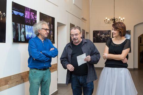Od lewej: Andrzej Mochoń, prezes Targów Kielce, Jerzy Znojek, dyrektor Muzeum Regionalnego w Pińczowie, Iwona Senderowska, dyrektor Pińczowskiego Samorządowego Centrum Kultury, fot. Alicja Mazurek