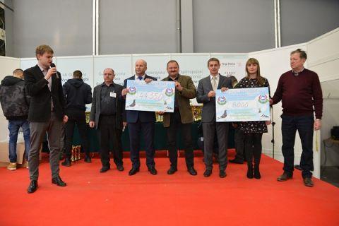 52 350 złotych zebrano podczas charytatywnej aukcji gołębi pocztowych w Targach Kielce