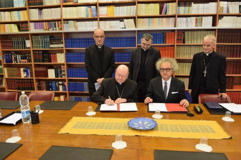 HE Cardinal Gianfranco Ravasi and Andrzej Mochoń PhD. sign the agreement.   In the picture - from the left: Rev. Pralate  Lech Piechota PhD., Rev. professor  Tomasz Trafny and HE Bishop Marian Florczyk