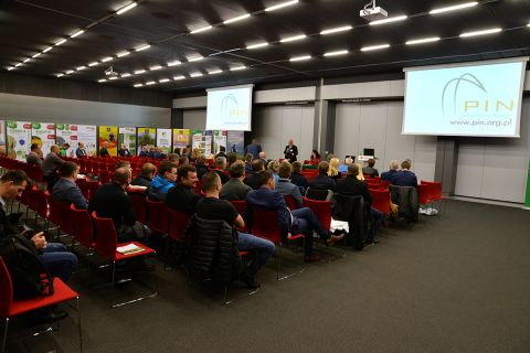 Biologiczne czynniki  wzrostu plonowania zbóż w integrowanej ochronie zbóż oraz zalety  stosowania  kwalifikowanego materiału siewnego   to  m. in  tematy  forum  przeprowadzonego w Targach Kielce
