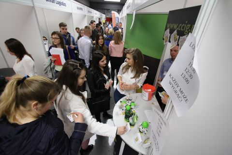 """Organizatorem targów """"Praca, Kariera, Rozwój"""" są Targi Kielce S.A. i Stowarzyszenie AIESEC."""