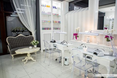 In the Świętokrzyskie Province,  Marcela Studio Nails operates the 3 training and distribution points and a parlour