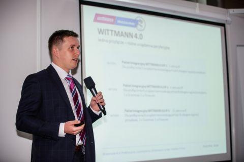 Wystąpienie przedstawiciela firmy Wittmann Battenfeld Polska podczas targów Plastpol