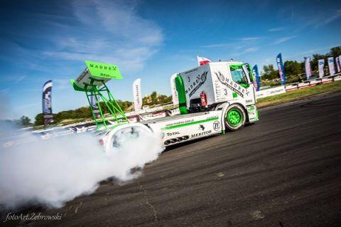 Driftująca ciężarówka to jedna z atrakcji Festiwalu DUB IT Inter Cars 2019