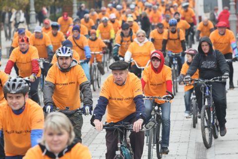 Parada Rowerowa z uczestnikami, którzy odwiedzili targi Kielce Bike-Expo