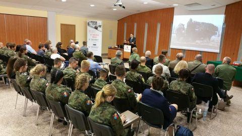 Podczas konferencji w Targach Kielce mówiono, m.in. o historycznym zarysie działań proobronnych w Polsce, Łotwie, Litwie, Estonii i Wielkiej Brytanii oraz zasadach funkcjonowania współczesnych organizacji proobronych w krajach bałtyckich.