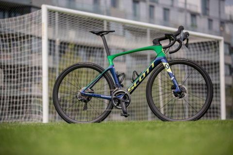 Foil Disc Edycja Specjalna - rower na którym jeździ popularny piłkarz Naymar (for. archiwum SCOTT)