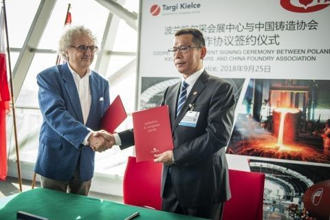 In the picture -  from the left Andrzej Mochoń PhD., President of Targi Kielce and Zhang Zhiyong, Vice President and Secretary General  of the China Foundry Association