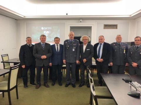 Senacka Komisja Obrony Narodowej zaprosiła dr. Andrzeja Mochonia, prezesa Targów Kielce na posiedzenie poświęcone MSPO w Targach Kielce.