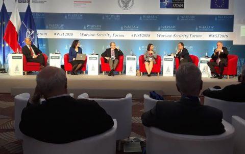 Dwudniowe Warsaw Security Forum jest miejscem dialogu na rzecz obronności międzynarodowej, a także promocji Międzynarodowego Salonu Przemysłu Obronnego w Targach Kielce.