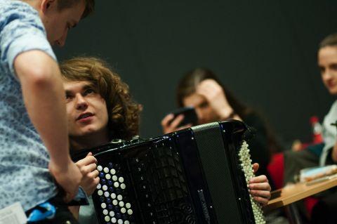 """Od siedmiu lat muzyczne wydarzenie przyciąga do Targów Kielce wielbicieli muzyki z """"krainy łagodności"""" a Sala Omega w Centrum Kongresowym pęka w szwach."""