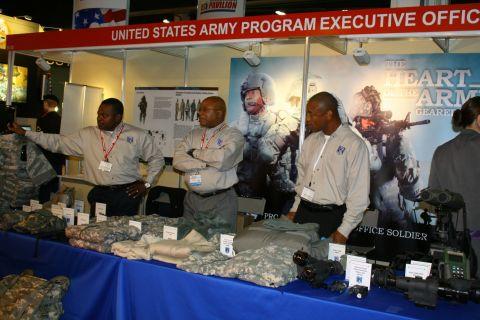 Amerykańscy żołnierze, Departament Obrony USA oraz wiele koncernów o światowym zasięgu od lat towarzyszą kieleckiemu Salonowi Obronnemu.