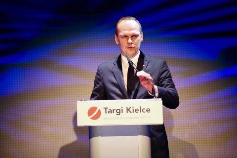 Rafał Weber, Sekretarz Stanu w Ministerstwie Infrastruktury uroczyście otworzył targi AUTOSTRADA-POLSKA 2019 w Targach Kielce. Targi potrwają do 16 maja.