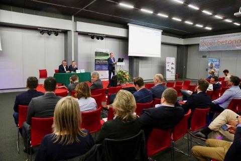 Targi AUTOSTRADA-POLSKA rozpoczęły się 14 maja i potrwają do jutra w Targach Kielce.
