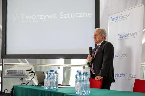 Every year, the Plastics Europe Polska Foundation and its managing director  Kazimierz Borkowski presents the latest data