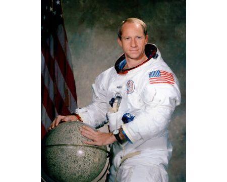 Płk. Alfred Worden, astronauta i członek załogi Apollo 15, będzie gościem specjalnym Międzynarodowego Salonu Przemysłu Obroonnego w Targach Kielce.