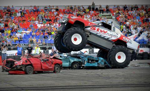 Monster truck na DUB IT Inter Cars Tuning Festivalu