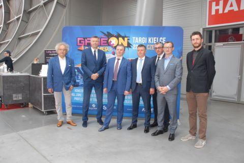 W spotkaniu z Merem Winnicy udział wzięli organizatorzy targów senioralnych, dr Andrzej Mochoń, Prezes Targów Kielce, Bożena Staniak, Wiceprezes ośrodka oraz Bogdan Wenta, Prezydent Kielc.