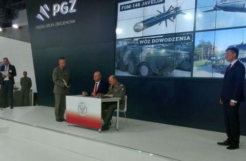 Umowy podpisali Szef Inspektoratu Uzbrojenia gen. bryg. dr Dariusz Pluta oraz Prezes  PGZ S.A. Witold Słowik