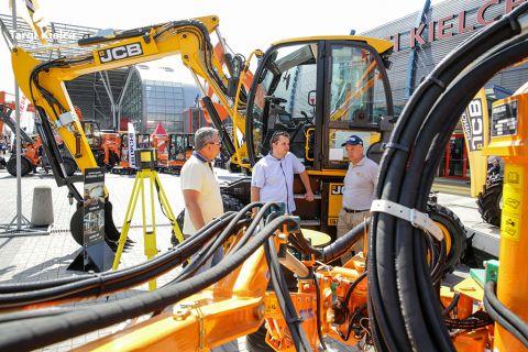 sprzęt budowlany na targach budownictwa drogowego autostrada-polska