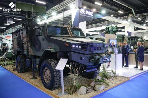 sprzęt wojskowy na targach zbrojeniowych mspo