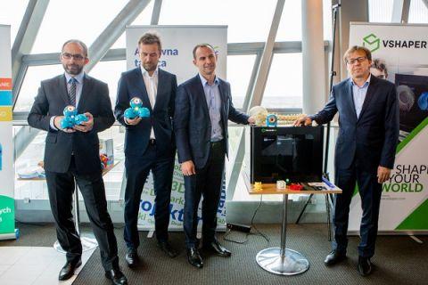 Podpisano umowy na wdrożenie robotów i drukarek 3D do szkół i przedszkoli