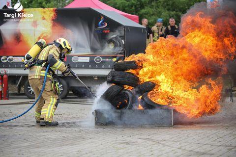 pokazy strażackie na targach zabezpieczeń przeciwpożarowych kielce ifre-expo